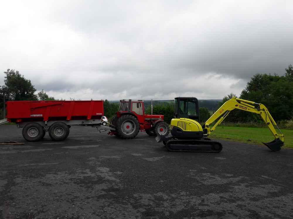 Tracteur Avec Benne 12t Et Pelle A Chenille Caoutchouc 4t5